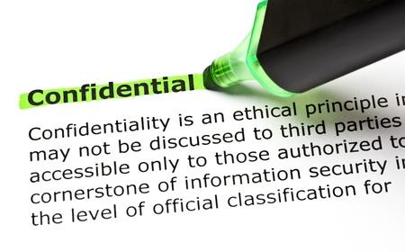 Het woord vertrouwelijk gemarkeerd in het groen met viltstift Stockfoto