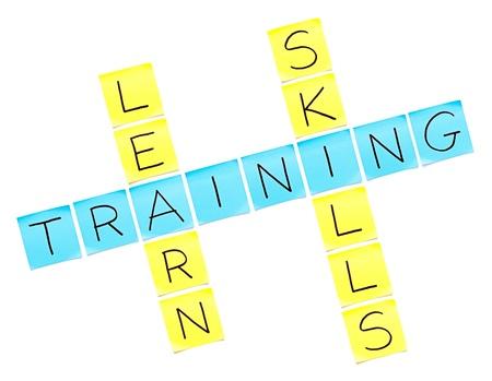 umiejętności: Krzyżówka szkolenie wykonane z notatki na biaÅ'ym tle Zdjęcie Seryjne