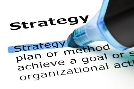 Het woord strategie in het blauw met viltstift Stockfoto