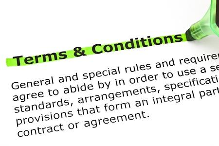 definici�n: Definici�n del diccionario de t�rminos y condiciones, con la destacada marca verde. Foto de archivo