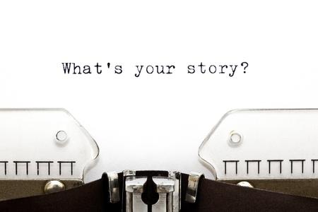 Concept afbeelding met Wat is uw verhaal afgedrukt op een oude typemachine