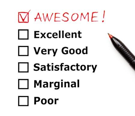 evaluacion: Impresionante añadido en la parte superior de un formulario de evaluación cutomer con la pluma roja Foto de archivo
