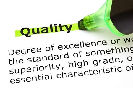 definici�n: Definici�n de la Calidad palabra resaltada en verde con rotulador Foto de archivo