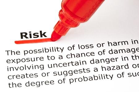 definici�n: Definici�n de la palabra riesgo, subrayado con marcador rojo