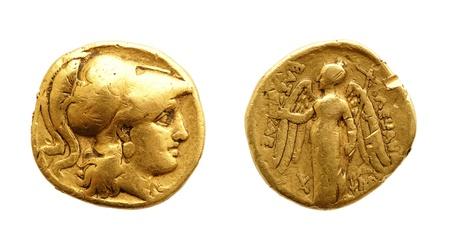 monedas antiguas: Los dos lados de una moneda de oro antiguo aislado en blanco.