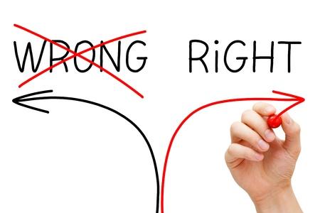 Kiezen van de juiste weg in plaats van de verkeerde. Stockfoto