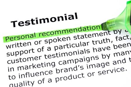 Definition des Wortes Testimonial, Persönliche Empfehlung mit grünen Markierung hervorgehoben.