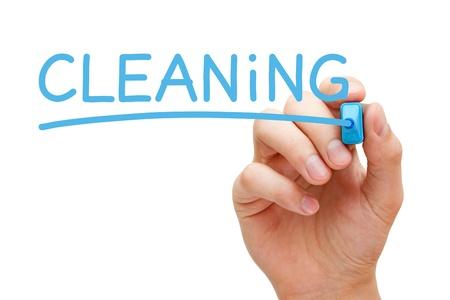 servicio domestico: Escritura de la mano de limpieza con marcador azul a bordo limpie transparente