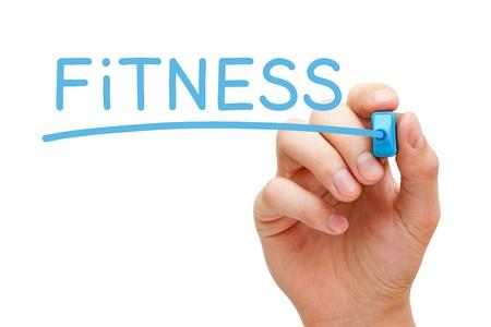motion: Hand skriva Fitness med blå markören på transparent torka ombord.