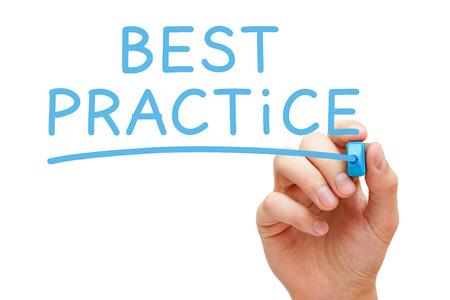 Hand schriftlich Best Practice mit blauen Marker auf transparent wischen Bord. Standard-Bild - 23091677