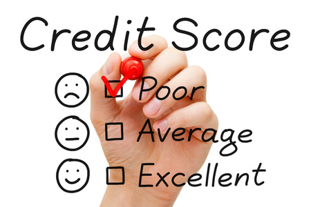 Hand putting check mark with red marker on poor credit score evaluation form. Banco de Imagens