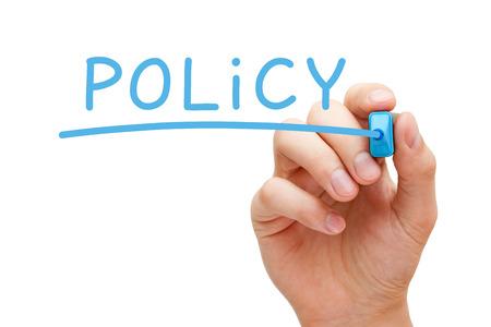 dichiarazione: Scrittura della mano Policy con indicatore blu a Lavagna trasparente.