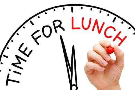 Passi il concetto di tempo di pranzo per la scrittura con l'indicatore rosso sul bordo trasparente trasparente. Archivio Fotografico
