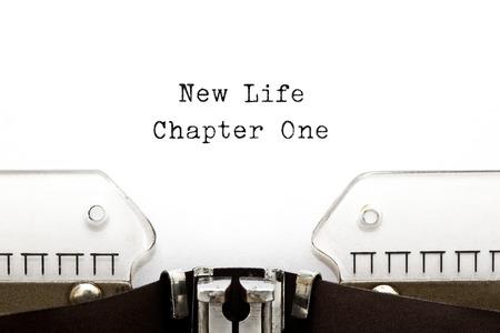 jeden: New Life Chapter One vytištěny na starém psacím stroji. Reklamní fotografie