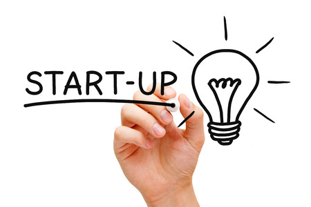 Hand schriftlich Start-up-Konzept mit schwarzem Marker auf transparente wischen Bord. Lizenzfreie Bilder