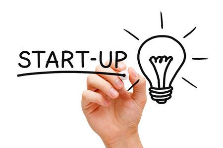 nesnel: Silme şeffaf gemide siyah işaretleyici ile el yazma Start-up konsepti.