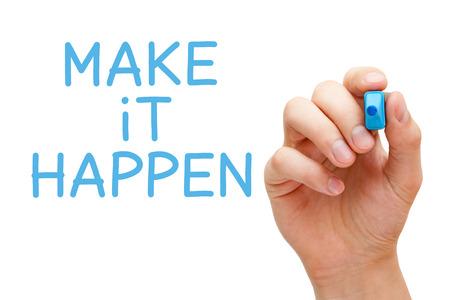 écrit à la main Make it Happen avec le marqueur bleu à bord transparent essuyer. Banque d'images