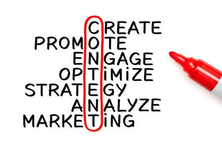 Content kruiswoordraadsel Het concept geschreven met marker op wit papier. Stockfoto