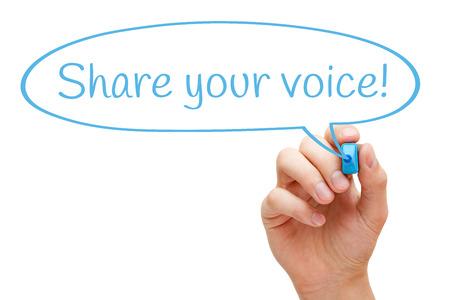 Handskizzen Ihre Stimme Sprechblase Konzept mit blauen Marker teilen. Standard-Bild