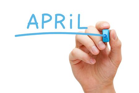 scrittura aprile con pennarello blu su Lavagna trasparente mano.