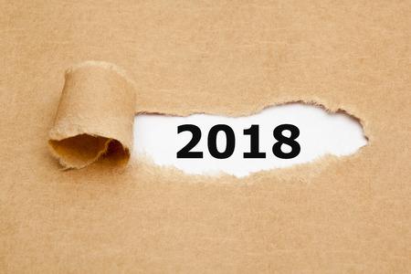 Anno 2018 concetto di carta strappata Archivio Fotografico - 84624283