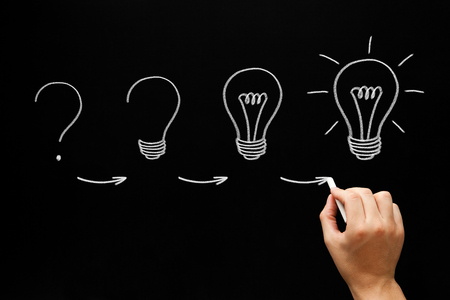 Concepto de proceso de idea creciente en pizarra
