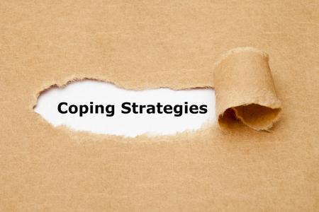Strategie di coping Concetto di carta strappata Archivio Fotografico