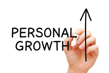 Dessin à la main Croissance et développement personnels, concept d'auto-amélioration ou d'auto-croissance avec marqueur noir sur un tableau transparent.