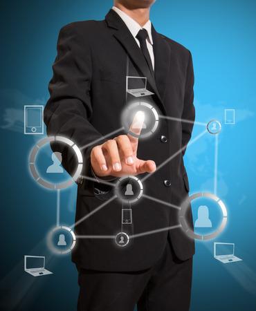 Geschäftsmann Touch-Verbindung von sozialen Netzwerken Standard-Bild - 27357185