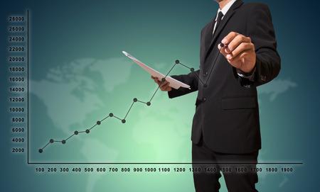 Geschäftsmann Touch-Grafik zu verbessern schlagen mehr Standard-Bild - 27357214