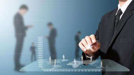 Geschäftsmann Analyse und Planung von High-Tech Standard-Bild - 27357229