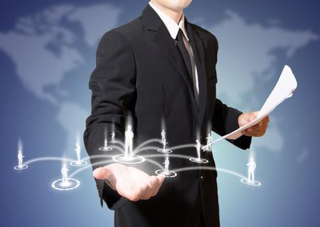 Geschäftsmann mit Verbindung des sozialen Netzwerks Standard-Bild - 27357268