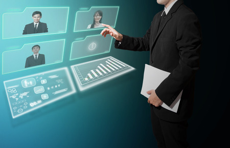 Geschäftsmann mit Videokonferenz-Konzept High-Tech- Standard-Bild - 27357277