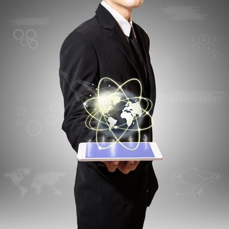 Welt der Medien-Verbindung auf Tablet- Standard-Bild - 27357299