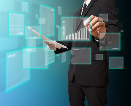 Geschäftsmann analysieren Graph Standard-Bild - 27357370
