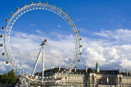 London Eye, a great and famous big wheel near Westminster Abbey. Redactioneel