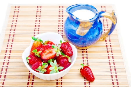 twinning: Dessert of fresh strawberries with milk in a jug