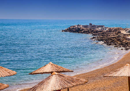 Morning seashore beach scenery with calm waters Stockfoto