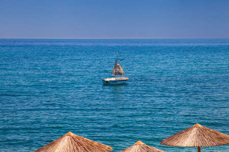 Amazing seashore landscape with old skiff anchored in the bay Stockfoto