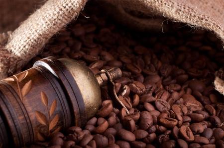 Burlap hessian sack of roasted coffee bean Stock Photo