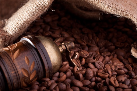 Burlap hessian sack of roasted coffee bean Archivio Fotografico
