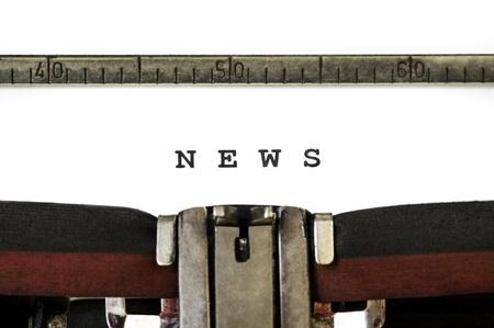 typewriter: Las noticias palabra impresa en una vieja máquina de escribir