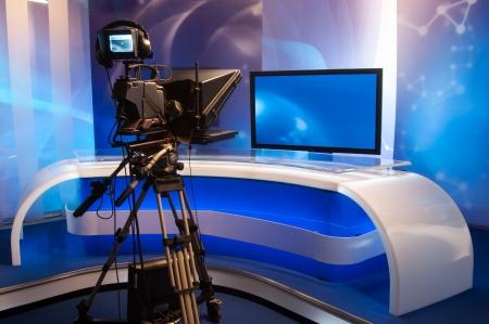 Studio de télévision avec caméra et les lumières Banque d'images
