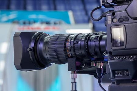 Video camera lens - recording show in TV studio - focus on camera aperture Archivio Fotografico