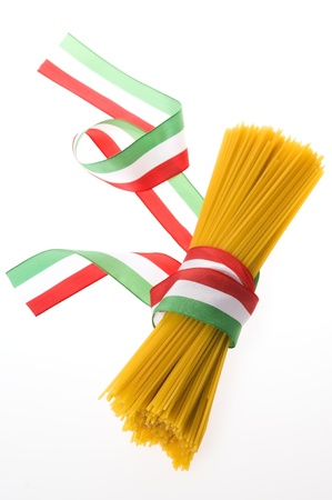 macaroni: bos van spaghetti met Italiaanse vlag