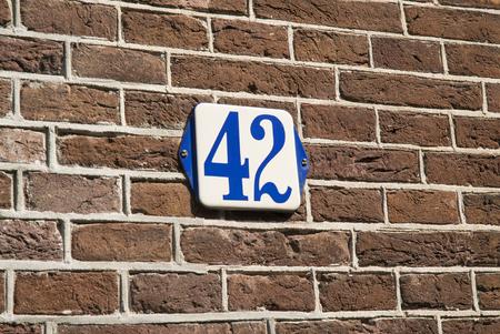 number plate: Huisnummer  number plate 42