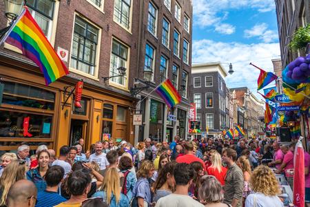 Amsterdam, 5 augustus 2017: feest tijdens de Gay Pride op de Zeedijk in het centrum van Amsterdam