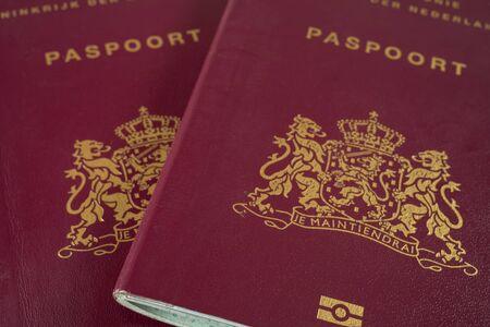 Due passaporti olandesi da vicino Archivio Fotografico