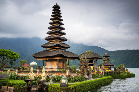 ulun: Pura Ulun Danu temple on a lake Beratan. Bali, Iindonesia