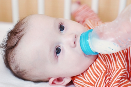 substitute: The baby eats from a small bottle  4,5 months